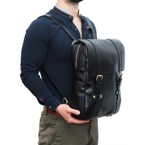 Leder Rucksack Urban schwarz-Outfit Mann