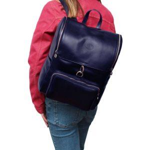 leder rucksack mit haken verschluss blau outfit Mädchen