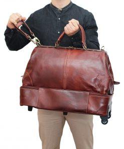 weekender trolley reisetasche ledertasche braun outfit mann